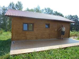Dřevostavba 8 x 5 m s terasou  35